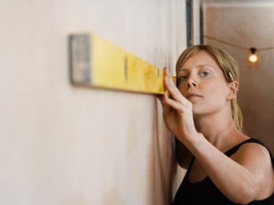 Проверка качества отделки стен